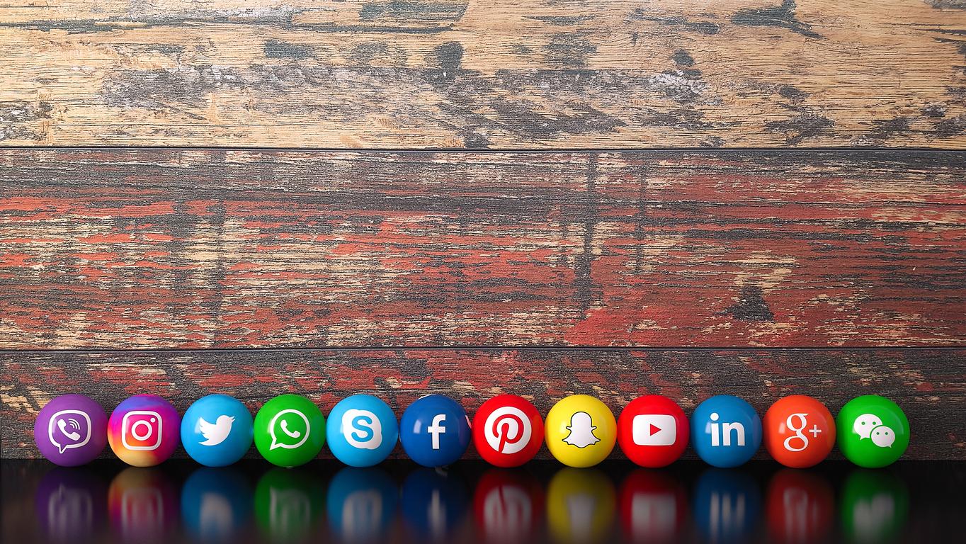 EffiCRM : Service clients, faut-il être présent sur les réseaux sociaux ?